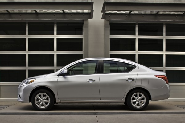 2012 nissan versa sedan side picture
