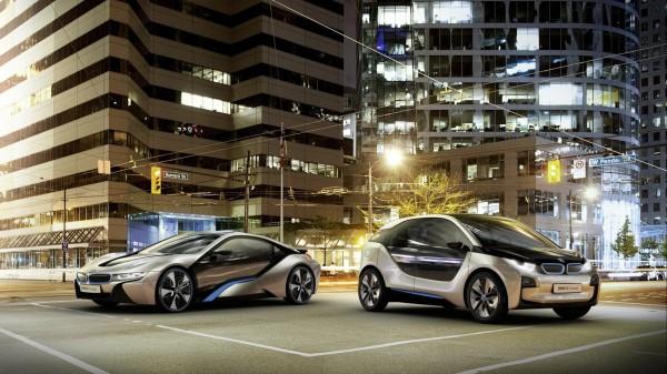 BMW i3 dan i8 concepts depan rental mobil yogyakarta