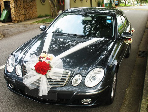 Mercedes Benz E200 mobil pengantin rental mobil yogyakarta