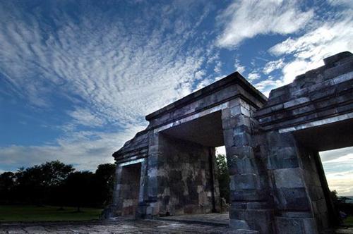 Candi Ratu Boko sewa mobil yogyakarta
