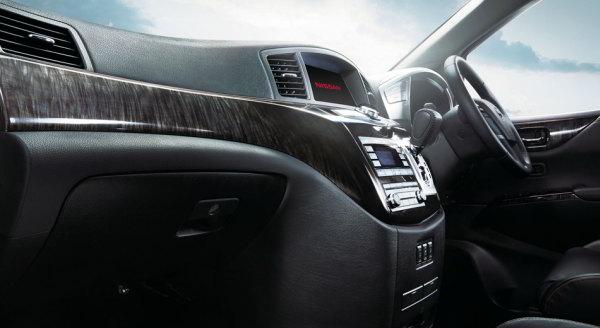 Dashboard Nissan Elgrand Indonesia