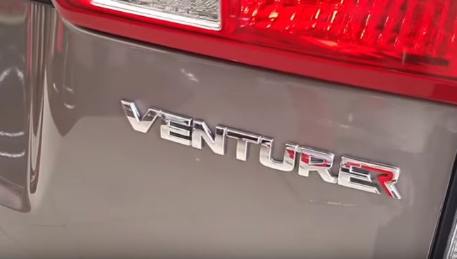Toyota Venturer 2.0 MT Logo